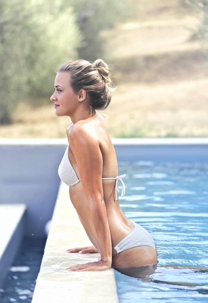 čistý bazén s pomocí chemie